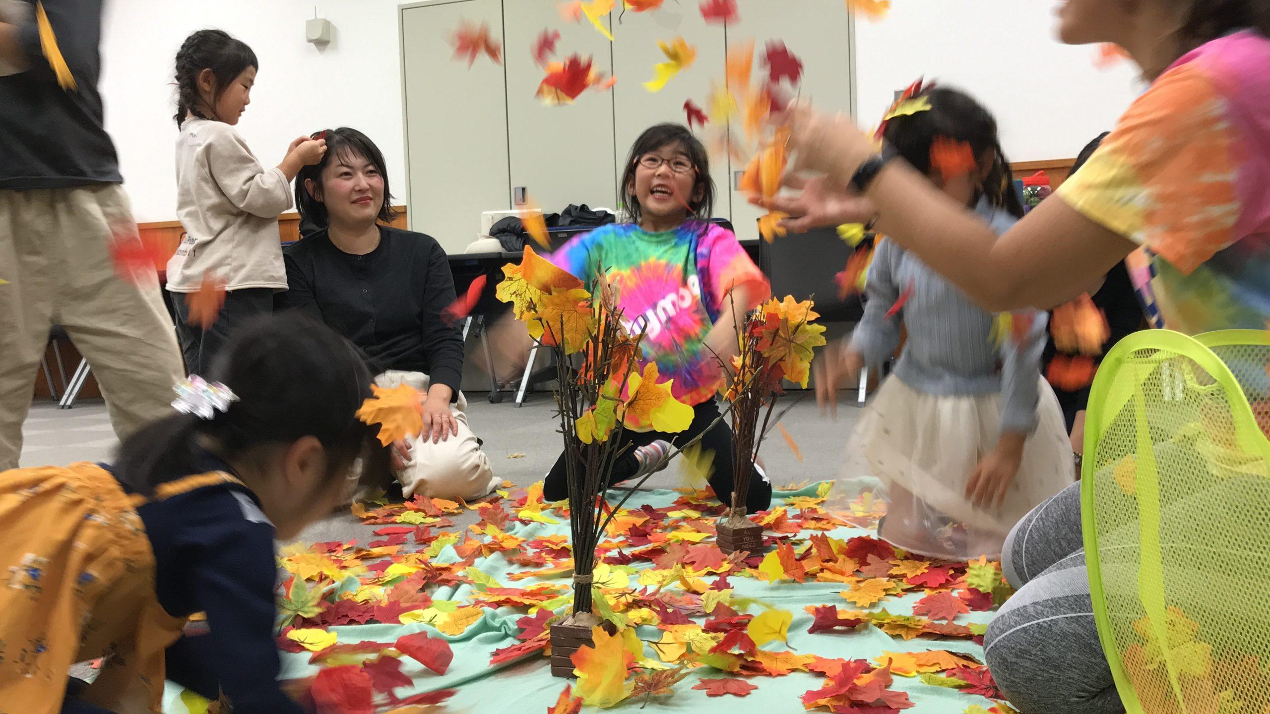 11月ははらはらと舞い落ちる「秋の落ち葉」